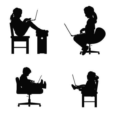 ノート パソコンと椅子に座って子供シルエット設定図  イラスト・ベクター素材