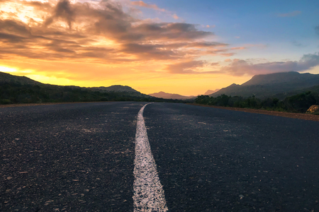 Countryside Road, Scenic road highway over rural hills countryside on sunset at soth africa Stockfoto