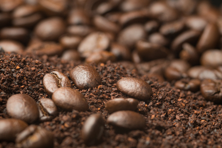 Close up coffee powder mix with coffee beans Stockfoto