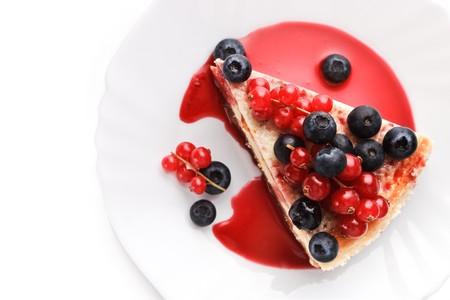plato de comida: Pastel de ?heese Nueva York con bayas (vista superior)