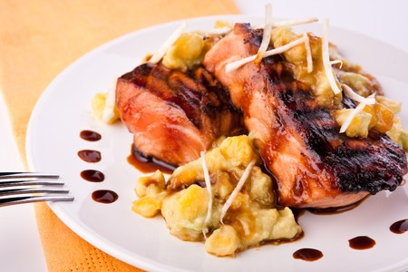 mango fish: Grilled red fish with mashed avocado and mango