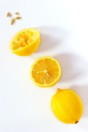 cross cut: Fresh lemon in several stages, from fresh to pressed