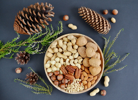 Assorted mixed nuts, peanuts, almonds, walnuts, pistachios, pecan, cashew, hazelnuts. Healthy food concept Stockfoto