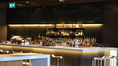 lounge bar: bar counter with chairs in the Lufthansa First Class Lounge in Frankfurt
