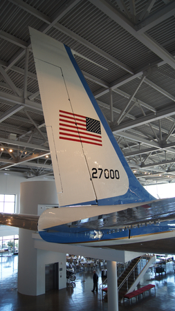 united states air force: SIMI VALLEY, CALIFORNIA, UNITED STATES - OCT 9, 2014: Air Force One Boeing 707 and Marine 1 on display at the Reagan Presidential Library