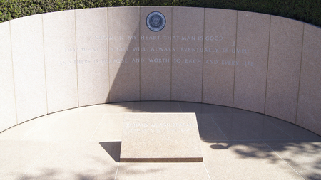 ronald reagan: SIMI VALLEY, CALIFORNIA, UNITED STATES - OCT 9th, 2014: President Ronald Reagans final resting place at the Presidential Library Editorial