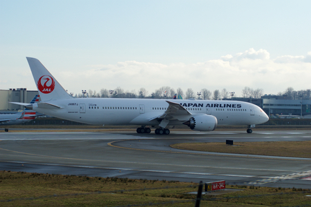 EVERETT, WASHINGTON, USA - JAN 26th, 2017: Brand new Japan Airlines Boeing 787-9 MSN 34843, Registration JA867J lining up for takeoff for a test flight at Snohomish County Airport or Paine Field Editoriali