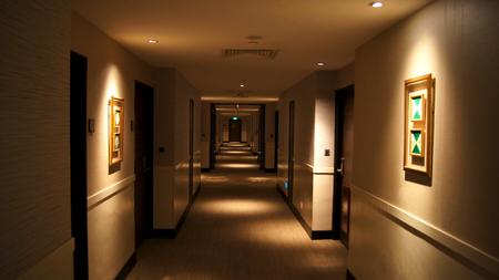シンガポール - 2015年4月2日:高級ホテルの通路(道、道、通路、廊下、通路)