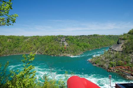 NIAGARA FALLS, ONTARIO, CANADA - MAY 21st 2018: Whirlpool Aero car carrying riders across the Niagara Whirlpool Redakční