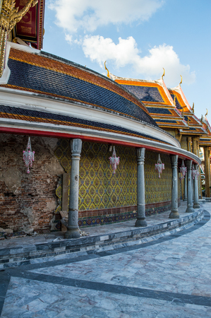 urban idyll: Wat Ratchabophit Temple in Bangkok, Thailand Stock Photo
