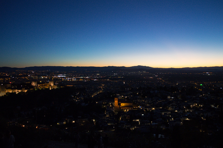 Panorama of Granada, Alhambra and Sierra Nevada with Afterglow seen from Sacromonte Hill, Spain 免版税图像