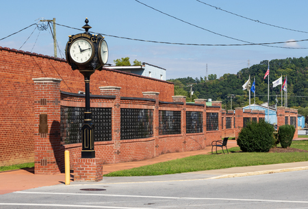 ELIZABETHTON, TN, USA-10118: A serpentine Veterans War Memorial and clock in downtown. Editorial