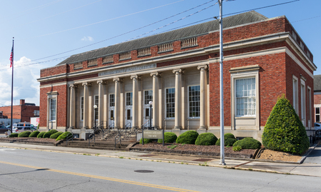 ELIZABETHTON, TN, USA-10/1/18: Post Office building was converted to city library in 1992. Stock Photo - 110320646