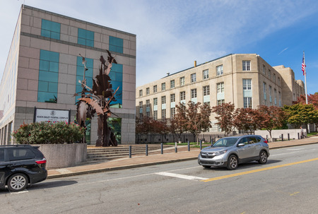 ASHEVILLE, NC, USA-101718: Veach-Baley Federal Courthouse and Complex in downtown. 新聞圖片