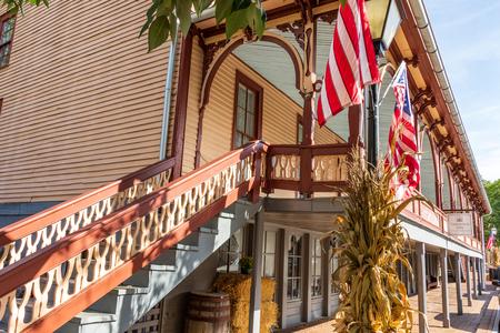 JONESBOROUGH, TN, USA-9/29/18: The historic Chester Inn, on Main Street. Redactioneel
