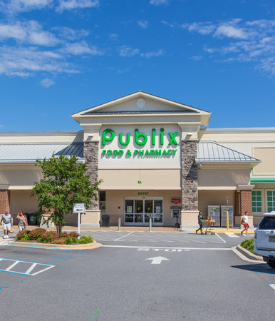 HICKORY, NORTH CAROLINA, USA- 91818:  Publix Grocery store building & parking lot. Editorial