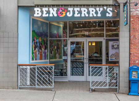ASHEVILLE, NC, USA-11819: Ben & Jerrys ice cream parlor in downtown. Redakční