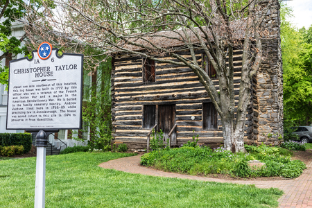 JONESBOROUGH, TN, USA-42819: Christopher Taylor log house, built in 1777. 報道画像