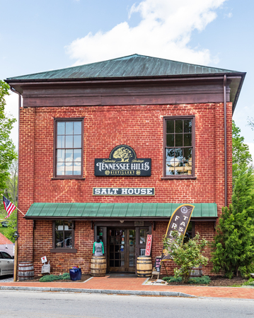 JONESBOROUGH, TN, USA-42819: This building was built in 1840 by businessman William Crouch, and used as a general store and warehouse; then used in the Civil War to store salt.   It now houses the T 報道画像