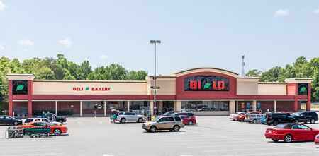 SPINDALE, NC, USA-27 jULY 19:  A Bi-Lo supermarket in Spindale, showing parking lot, store front, and people loading food into their cars.. Redakční