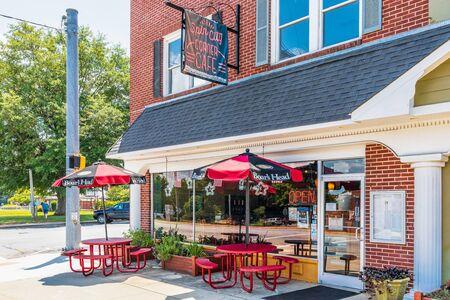 SPINDALE, NC, USA-27 jULY 19: Spin City Corner Cafe sets on Main St. on a block of historic buildings. Redakční