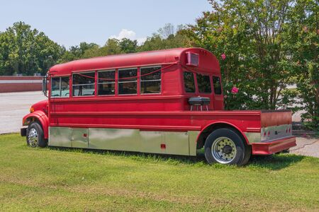 SPINDALE, NC, USA-27 jULY  19: A red converted bus with a Redakční