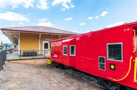 OLD FORT, NC, USA-27 JULY 2019: The historic train depot and a restored caboose stand in downtown Old Fort. Publikacyjne
