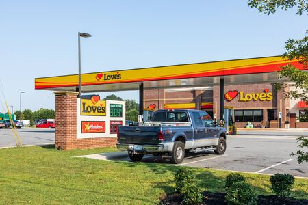 Newton, NC, USA-28 July 2019: A Loves truck stop, convenience store and service center, on Hwy 10 in Newton. Redakční