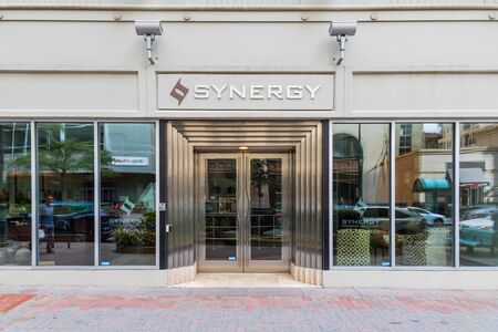 CHARLOTTE, NC, USA-6 OCT 2019: Synergy Coverage Solutions headquarters in uptown Charlotte. Publikacyjne