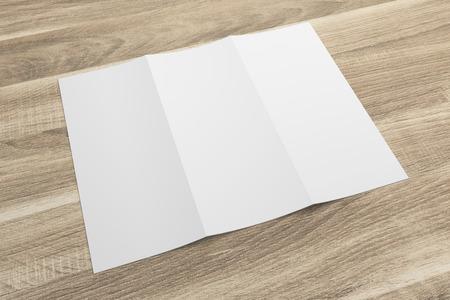Leeres 3D-Rendering dreifach gefaltete Broschüre Modell mit Beschneidungspfad auf Holz Nr. 5 Standard-Bild - 80776284