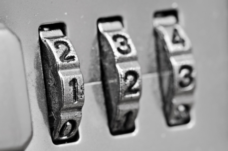 Macro of combination lock - dials set to 123,  Selective focus on first dial Foto de archivo
