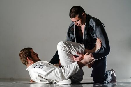 Brasilianisches Jiu Jitsu BJJ trainiert Sparringskampf