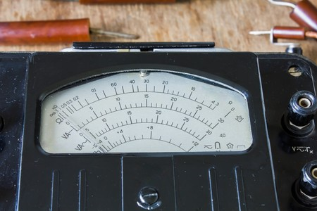 electric meter: retro viejo medidor de electricidad para .voltmeter, amperímetro, ohmímetro, medidor de potencia electricista