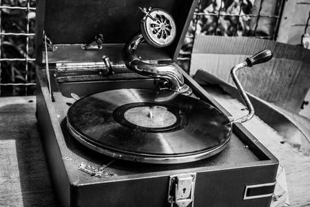 Old vintage gramophone with vinyl records in flea market Reklamní fotografie