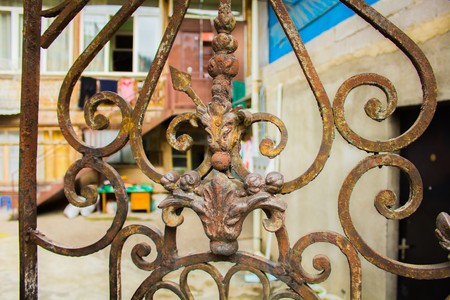 Beautiful wrought iron fence detail in the center of Tbilisi, Georgia Banque d'images