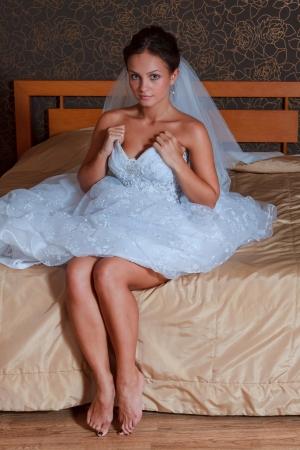 sexy f�sse: Braut auf dem Bett