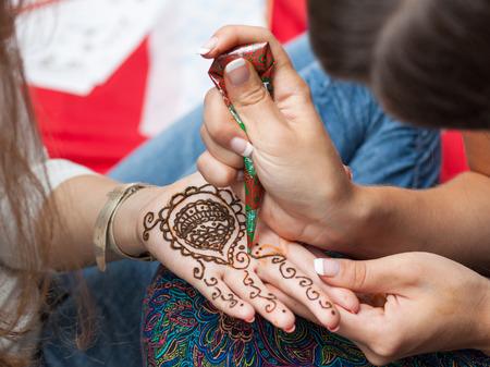 henna tattoo: Woman applying henna