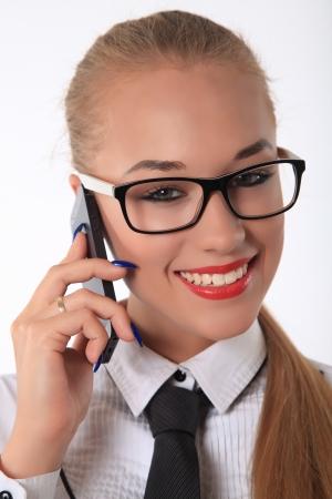 cola mujer: Mujer de negocios feliz hablando por teléfono