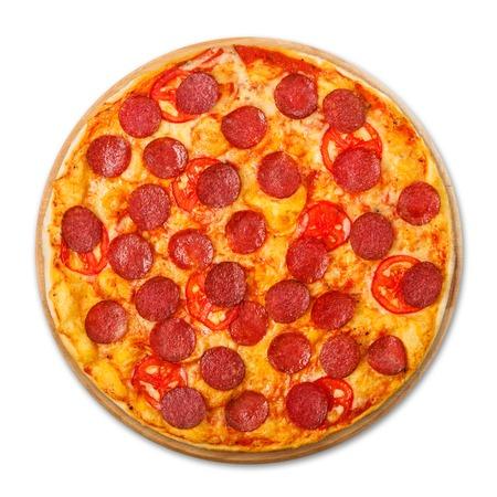 Köstliche Pizza mit Tomaten und Peperoni - dünne Gebäckkruste am hölzernen runden Schreibtisch lokalisiert am weißen Hintergrund, über Ansicht Standard-Bild - 44580537