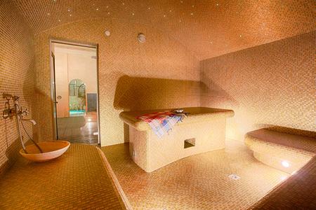 Das Innere der türkischen Sauna, klassisch türkischen Hamam im Spa-Center. Standard-Bild - 54651858