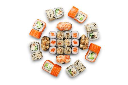 Sushi auf weißem Hintergrund. Draufsicht, flach lag