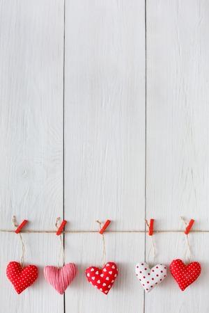 Il fondo del giorno di S. Valentino, cuori del cuscino rasenta il legno, spazio della copia