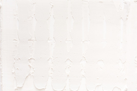 gyps: White wall with plaster pattern background. Textured backdrop, bas-relief. House repair, interior design concept