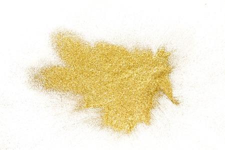 黄金のきらめく砂の質感、一握りの白、コピースペース、トップビューと抽象的な背景に広がります。黄色のほこりっぽいきらめく装飾杭、光沢と輝き。休日と魅力の概念。 写真素材 - 90690488