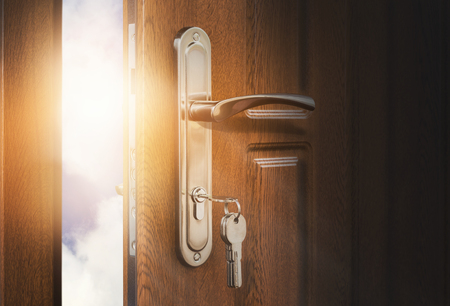 Half open door with keys in keyhole. Doorway to heaven and success. Entrance or exit, dreams and freedom conceptual background 版權商用圖片 - 104654568