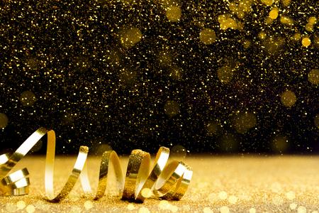 Rizos dorados de robbon decorativo, diseño de tarjeta de Navidad