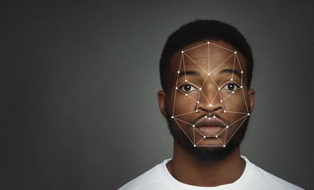 Escaneo futurista y tecnológico de la cara del hombre afroamericano, espacio libre Foto de archivo