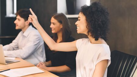 I have an idea! Woman raising hand during business meeting in office Imagens - 133378451