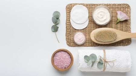 Zero waste spa accessories with organic cosmetics for body healthcare and treatment on white background, panorama, copy space 版權商用圖片