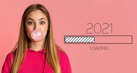 Waiting For 2021 New Year. Happy Millennial Woman Blowing Bubble Gum, Awaiting Upcoming 2021 Loading Process Bar, Posing Looking At Camera On Pink Background. New Year Coming Soon. Panorama Banque d'images